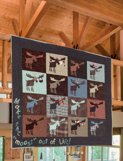 Martingale - Crazy at the Cabin : moose quilt - Adamdwight.com